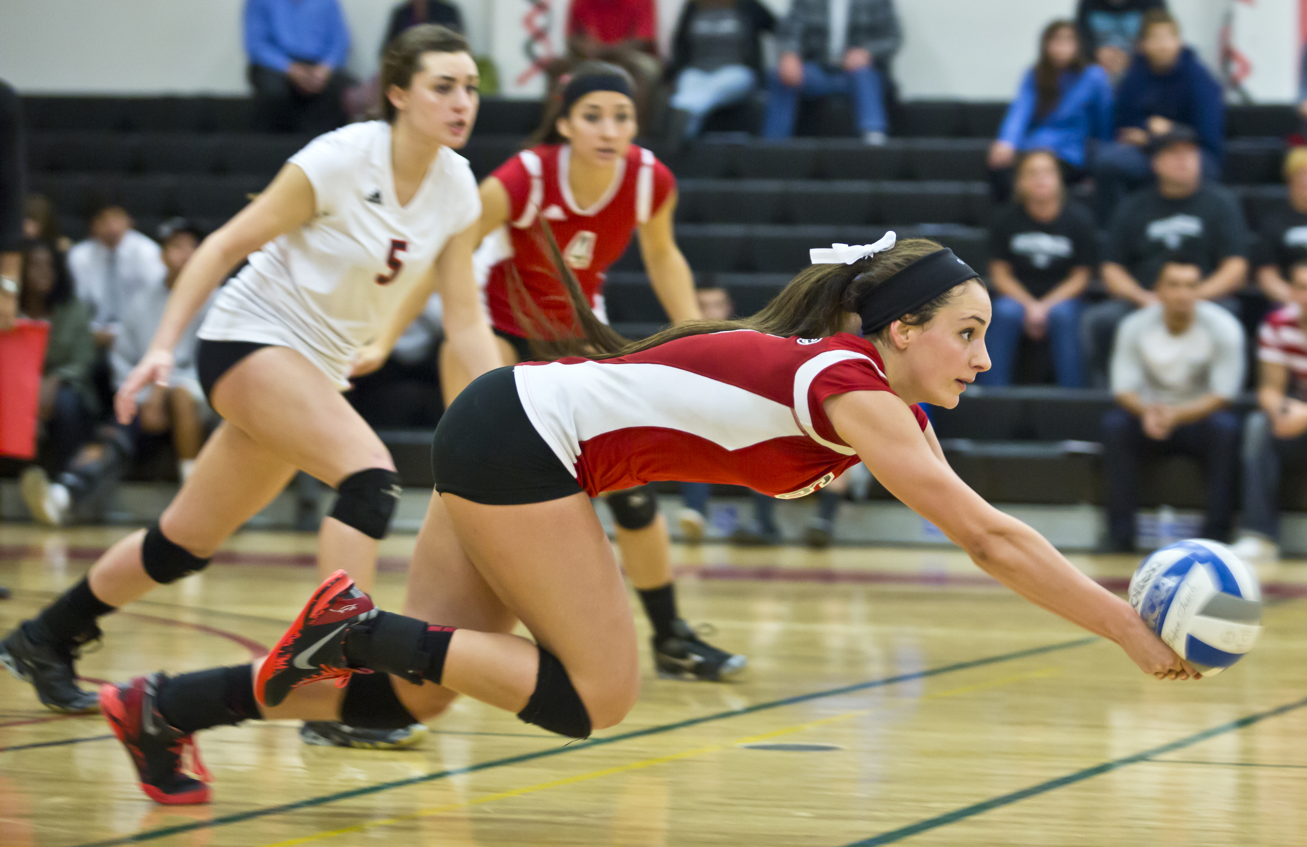 Volleyball team sweeps Hancock in final game of season