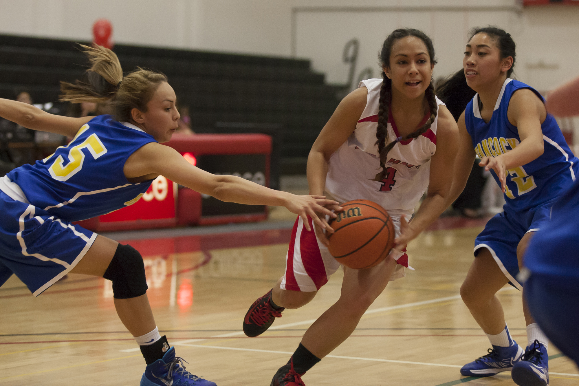 Women's basketball team celebrates graduating class with blowout victory