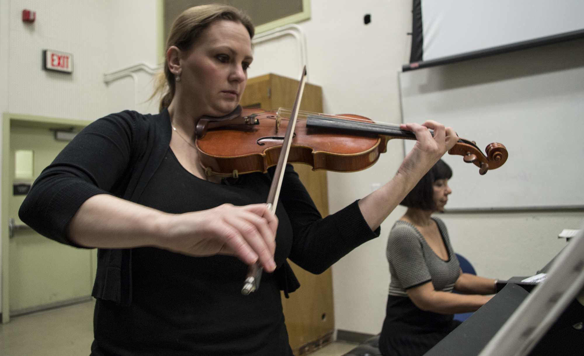 Violinist plays on campus to prepare for recital