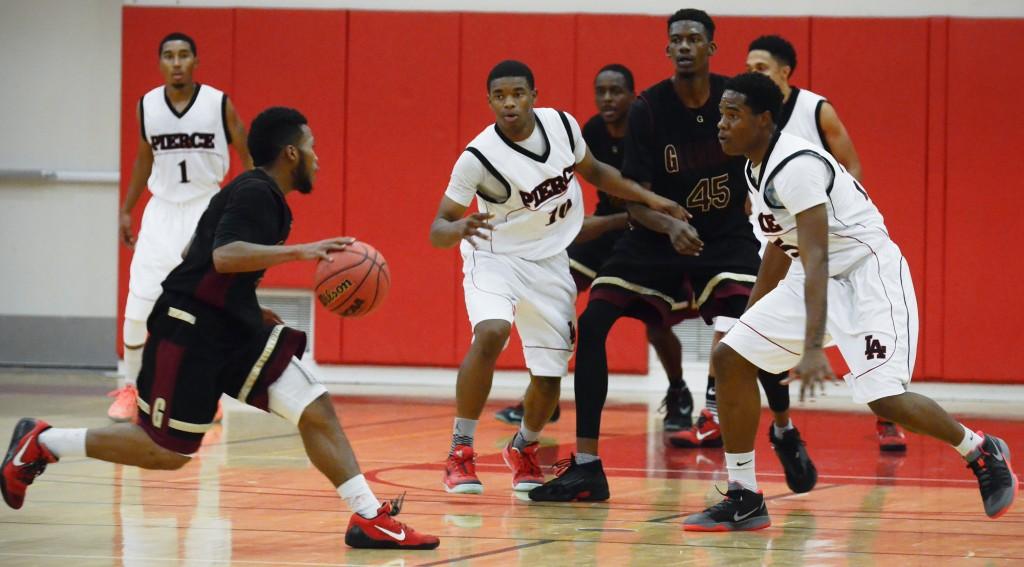 Men's basketball defeats Glendale at home