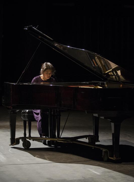 Juilliard alumna performs