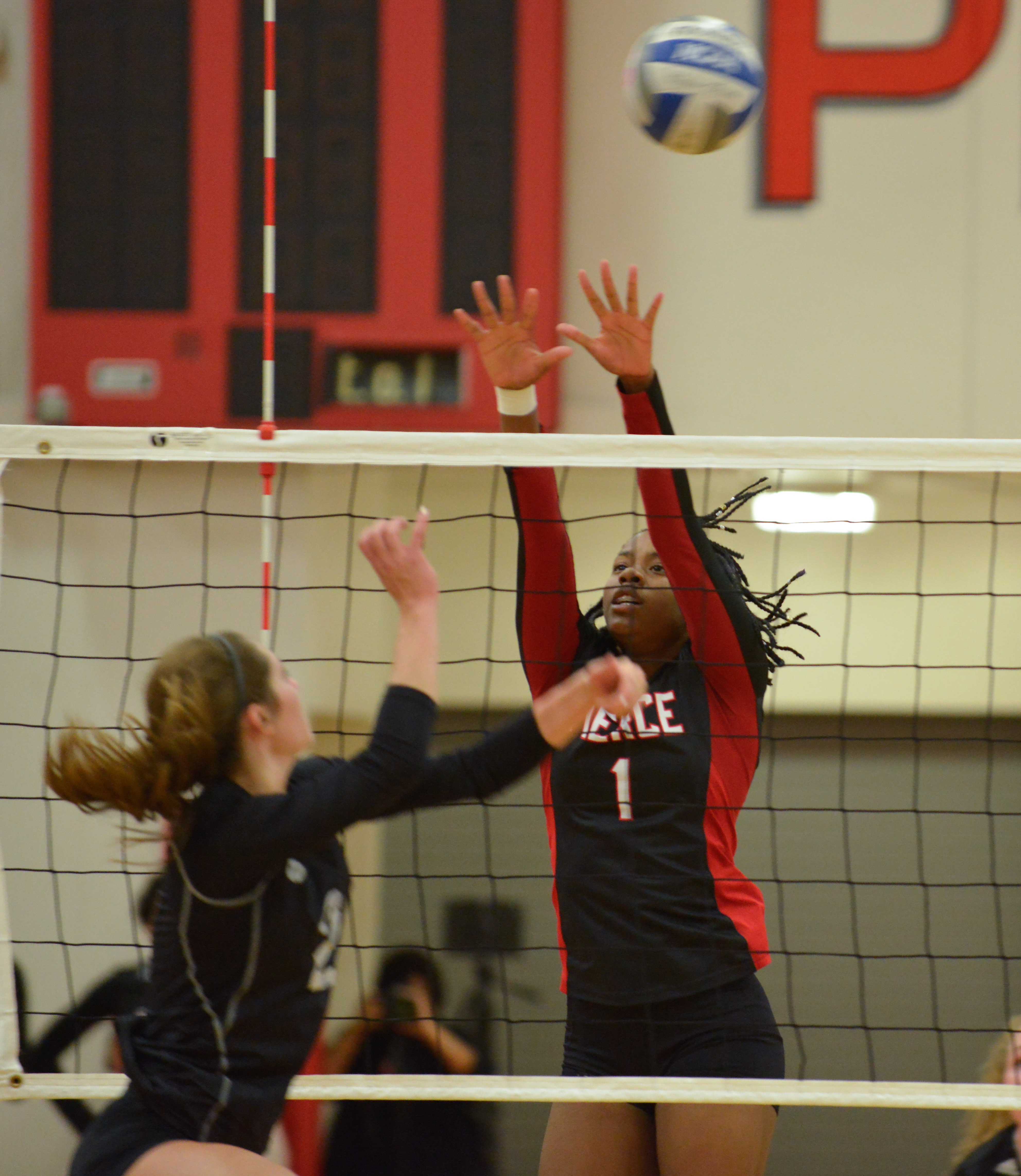 Women's volleyball advance to second round of regionals