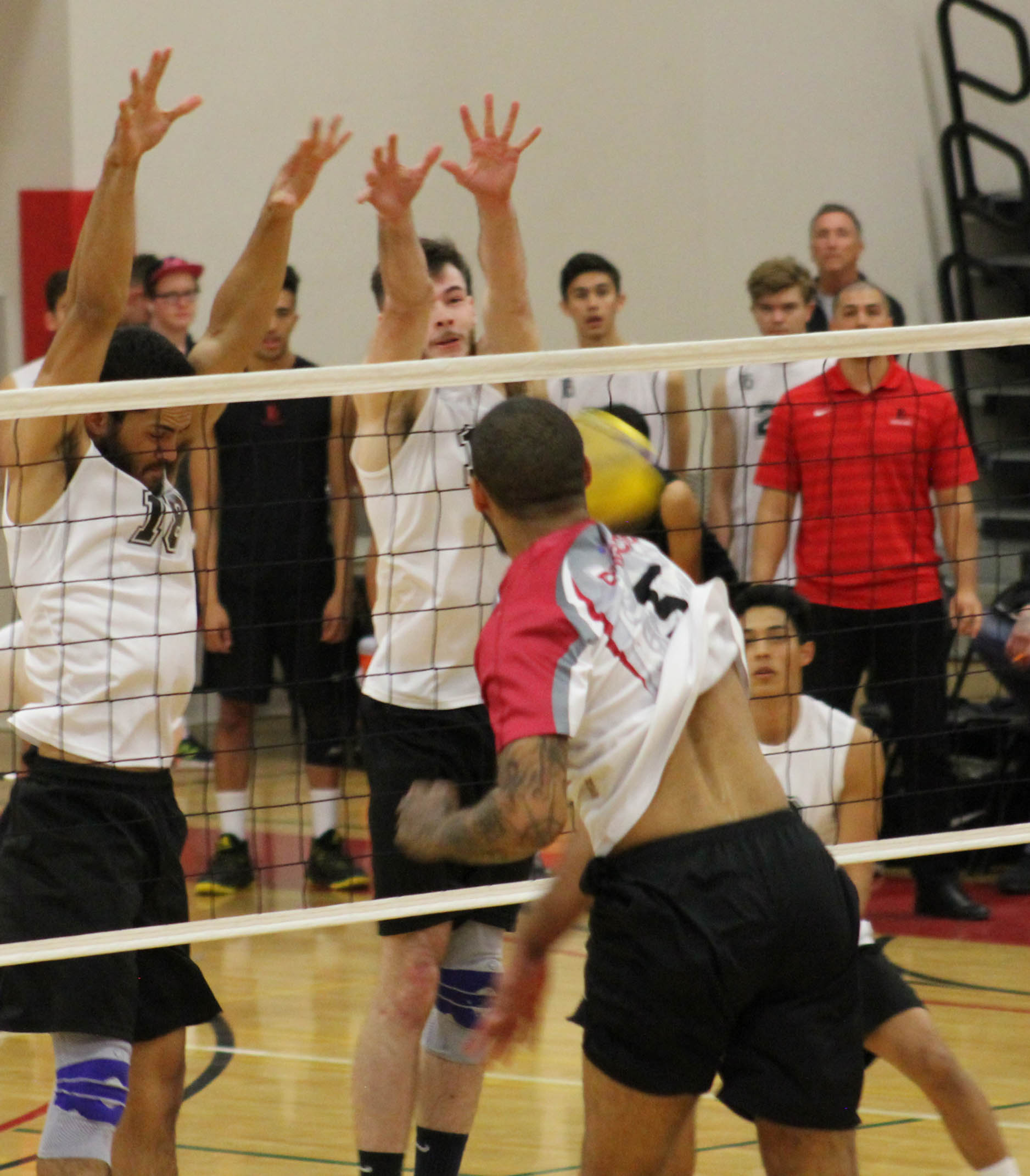 Men's volleyball lose in five sets