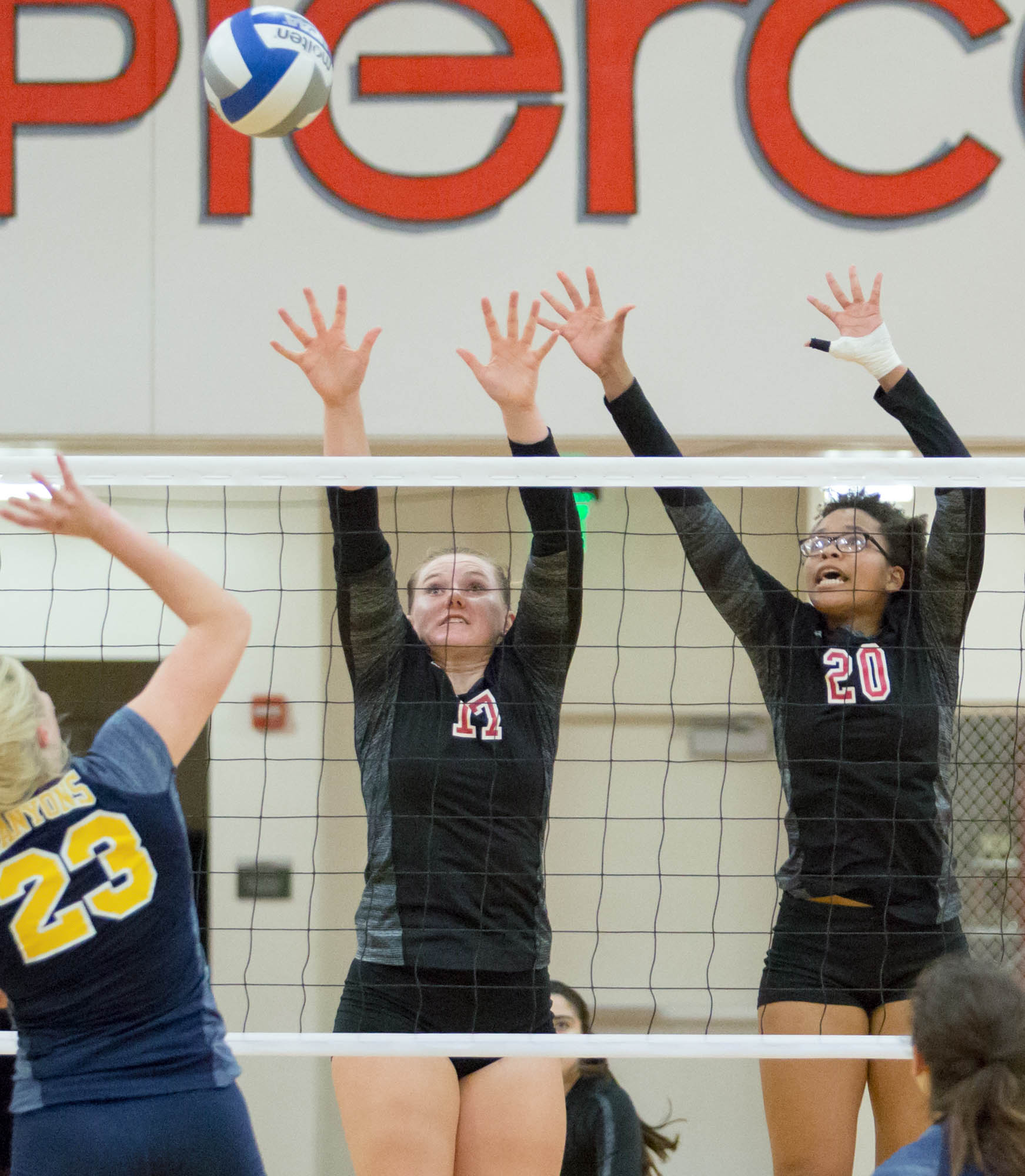 Volleyball falls prey to Cougars