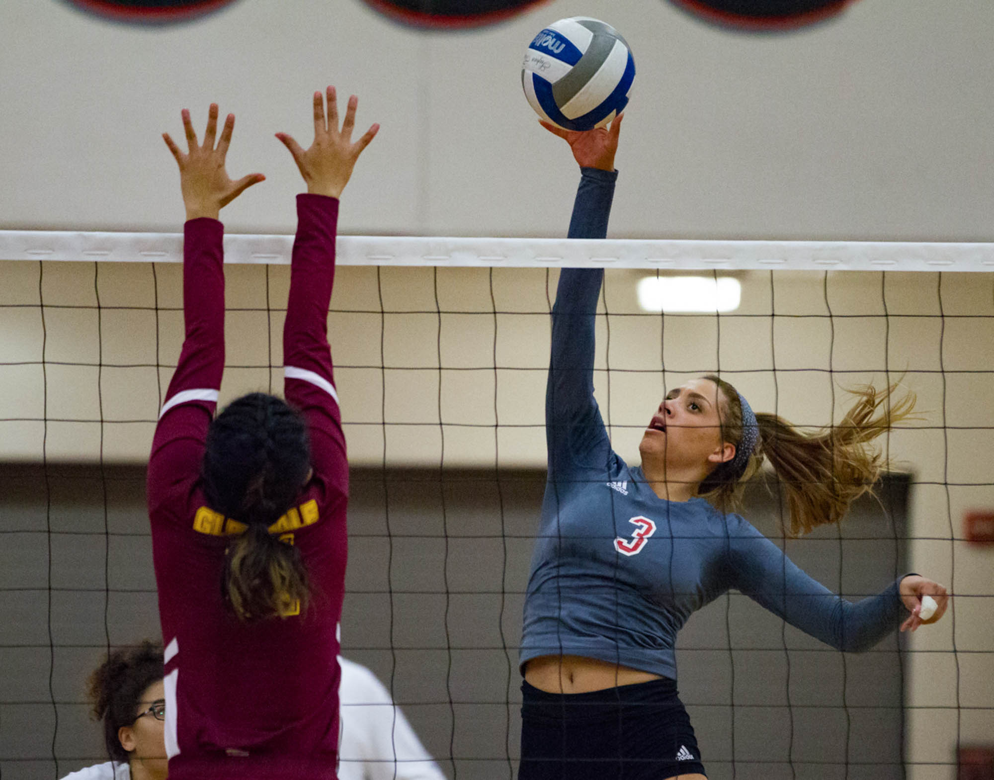 Women's volleyball dominates in straight sets