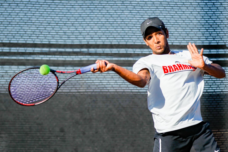 Tennis cruises to third straight win of the season