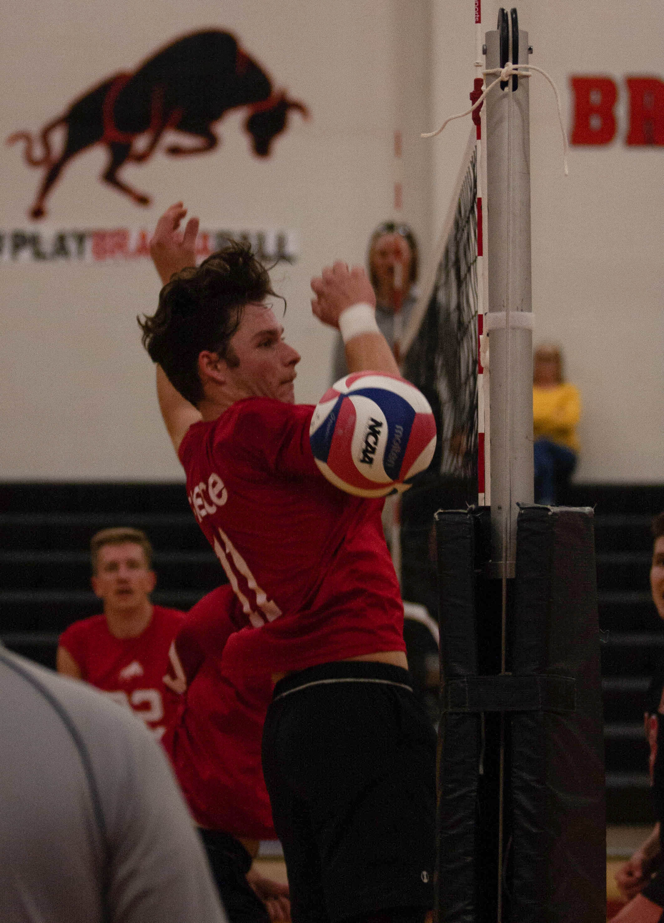 Men's volleyball lose conference opener