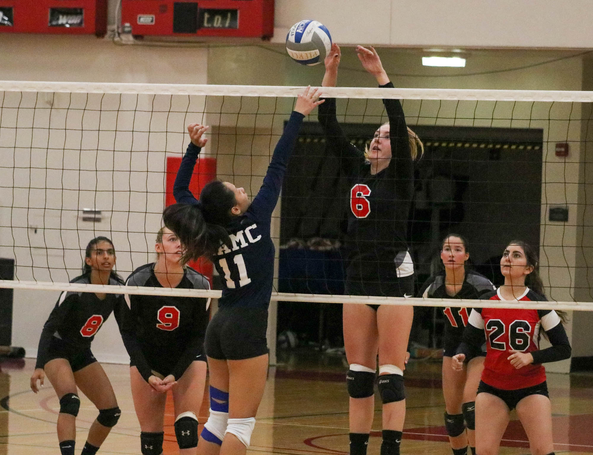 Volleyball's losing streak continues