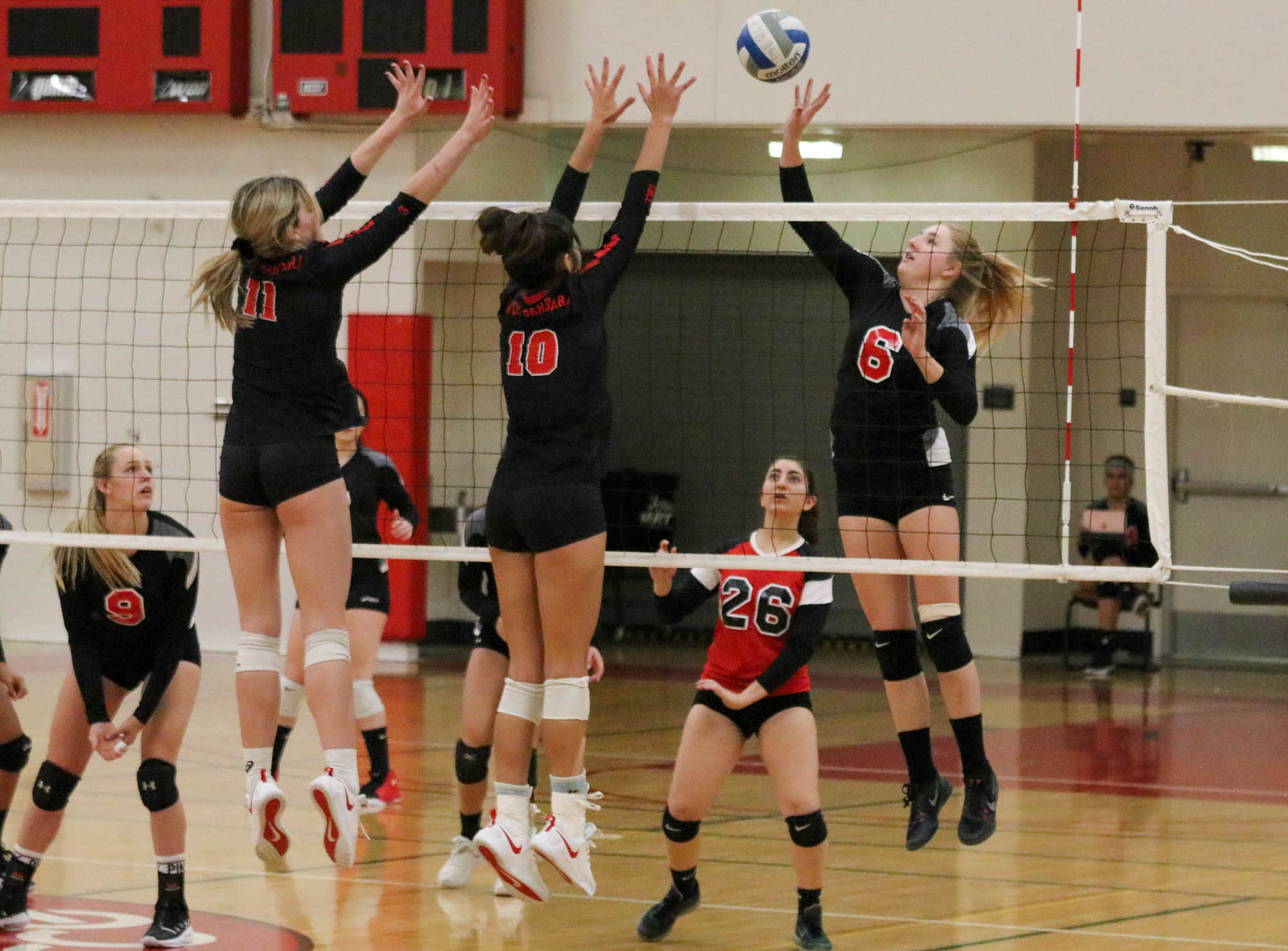 Volleyball drops game to Vaqueros