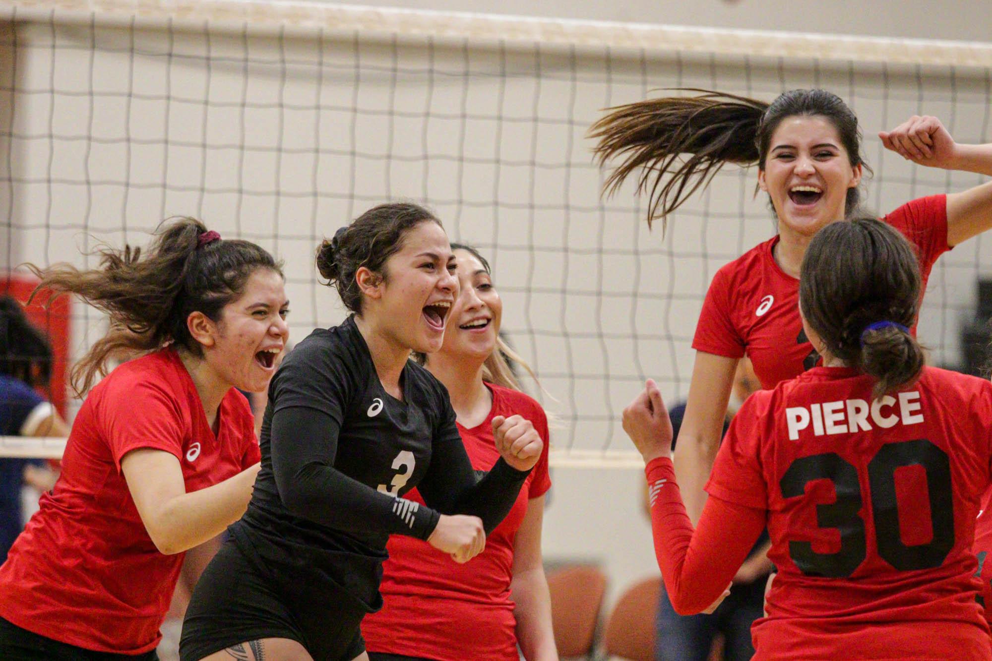 Women's volleyball win five-set thriller